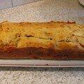 Cake aux chévre frais, tomates confites et lardons.