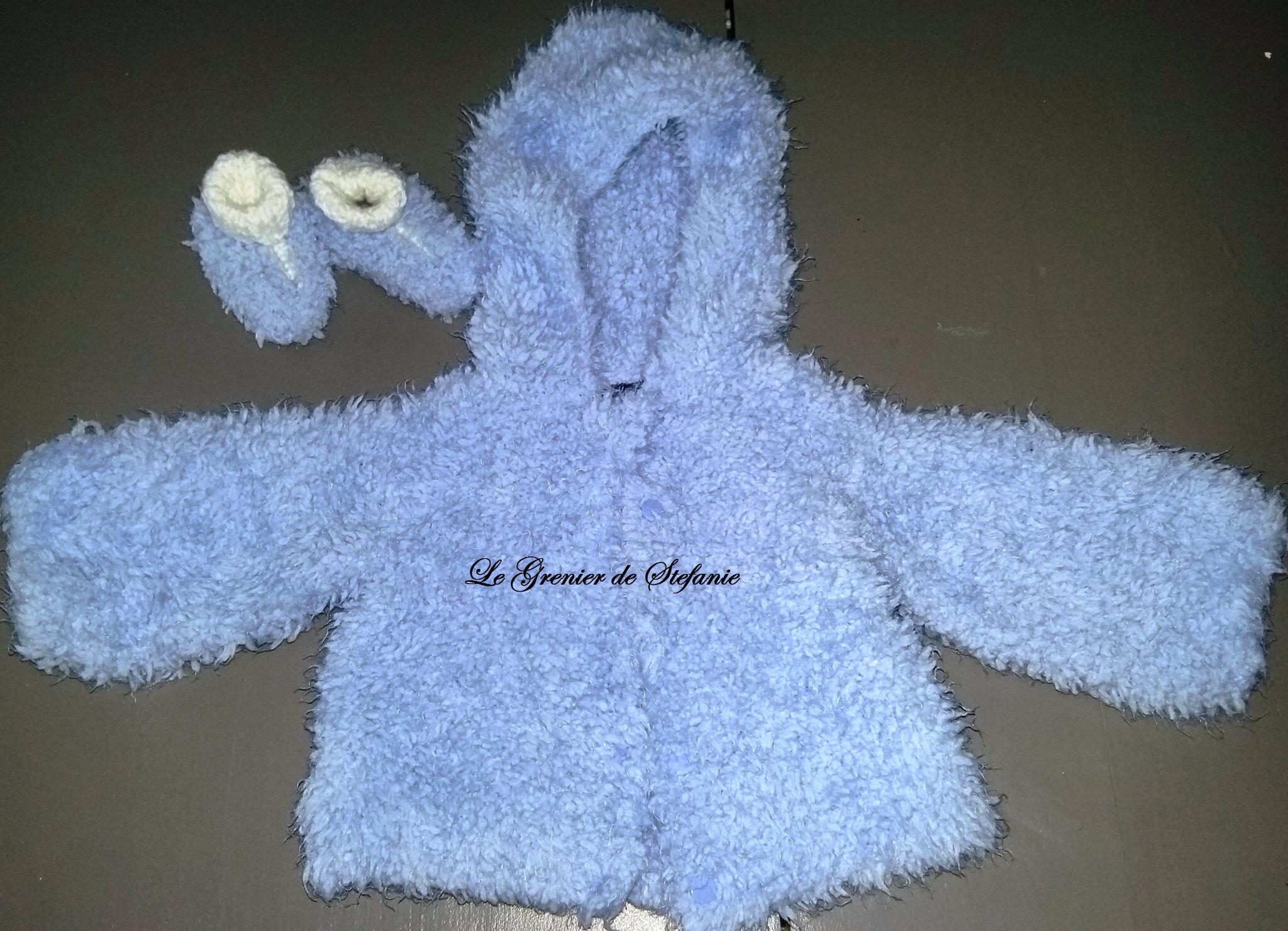 Petite veste, combinaison et chaussons assortis