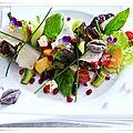 Recette light: salade feuille de chêne rouge, anchois,olives, feta, tapenade, basilic, parmesan, fruits