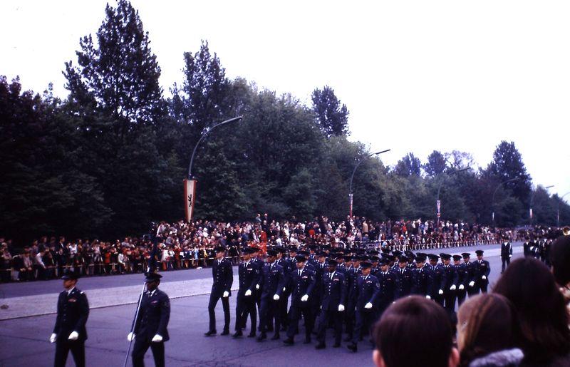 040 Défil-Inter-Alliés Berlin 13-05-1972 USA 7350° Groupe de Soutien Détachement de L'Amée de L'Air Américaine