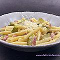 Pâtes aux lardons, aux courgettes et au parmesan