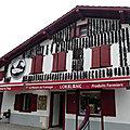 Périple vers les pyrénées et le pays basque - découverte des villes de saint-jean-pied-de-port et d'espelette