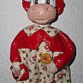 Vache rouge à fleurs à suspendre