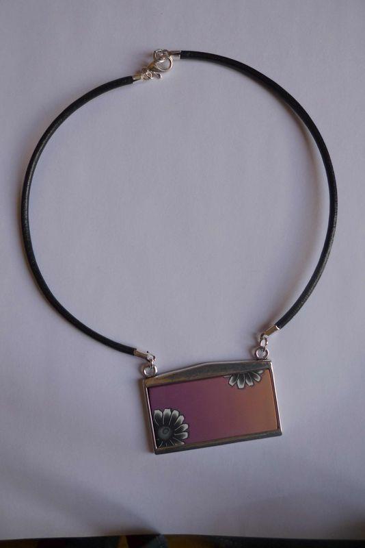 P1040624 pendentif support argent fleur noir skinner rose