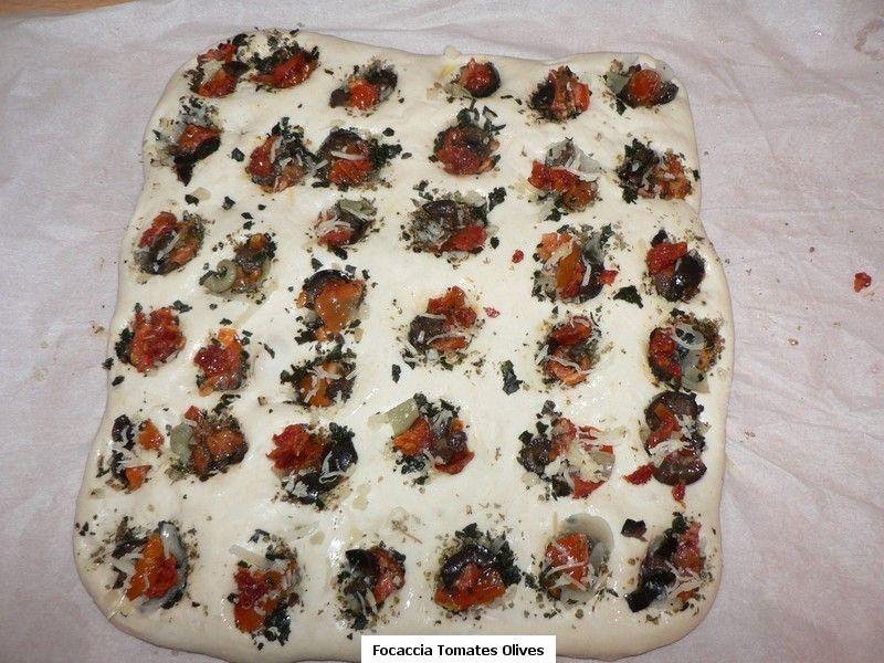 Focaccia_aux_olives_tomates