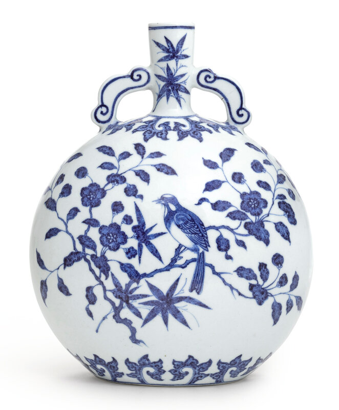 A rare finely painted Ming-style blue and white moonflask, Qing dynasty, Yongzheng period (1723-1735)