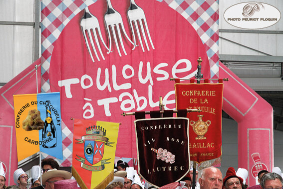 MIN_21_09_2018_bannieres_devant_Toulouse_a_table