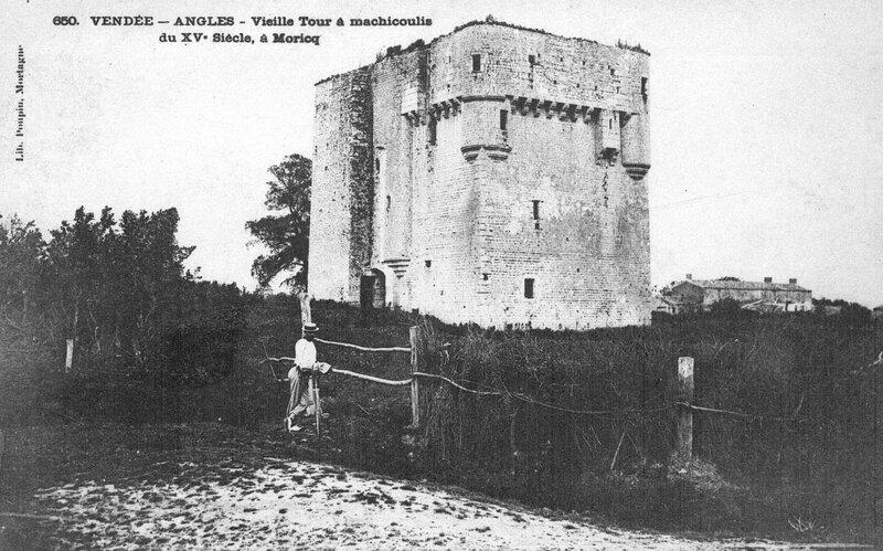 Vendée – Angles Tour de Moricq à machicoulis du XV e siècle