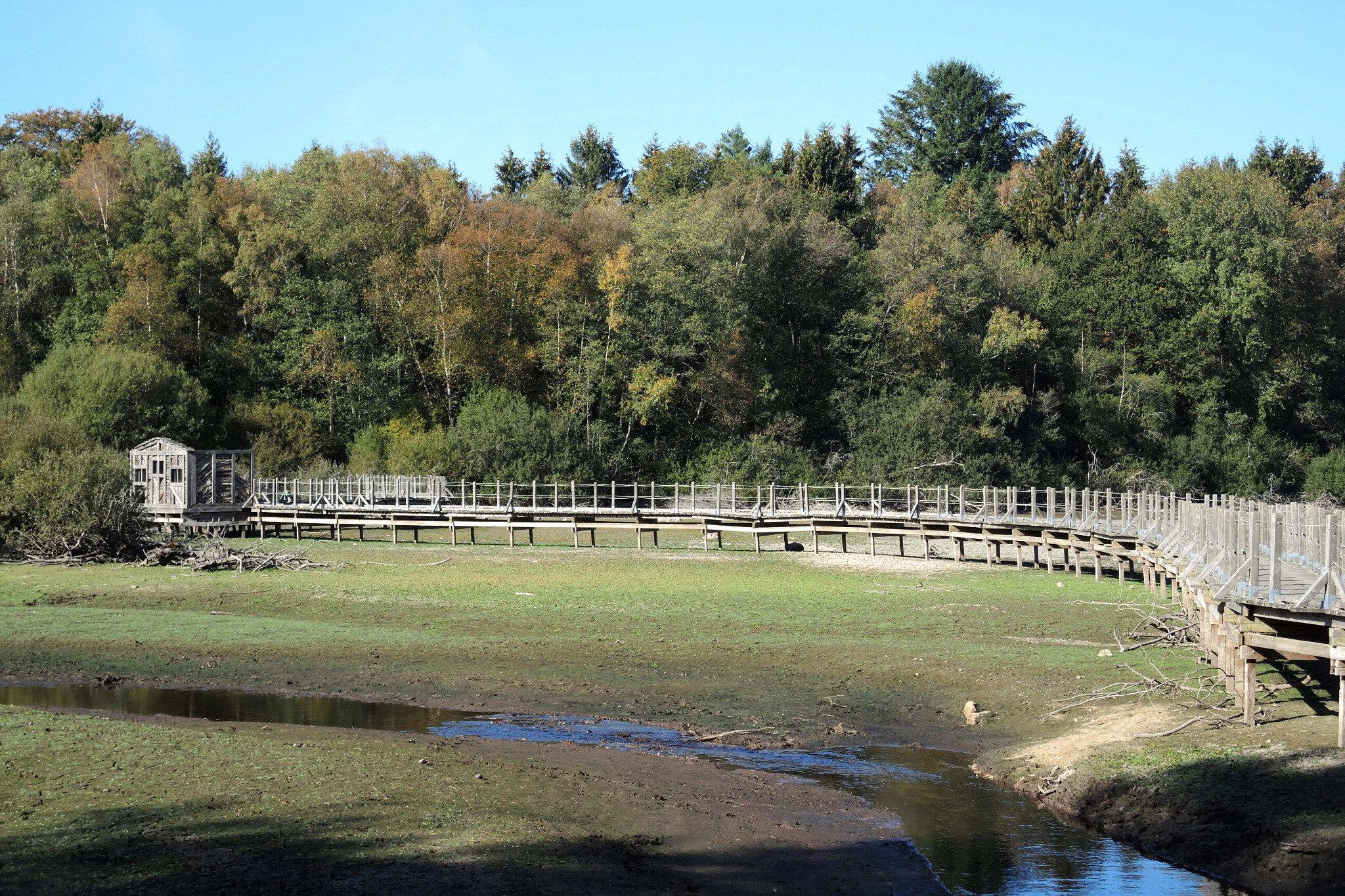Lac des Settons, entrée de la Cure, passerelle et Cure