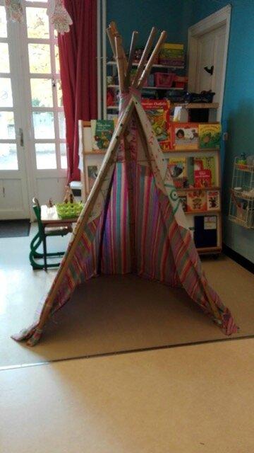 pour fabriquer votre tipi dans la classe de florence. Black Bedroom Furniture Sets. Home Design Ideas