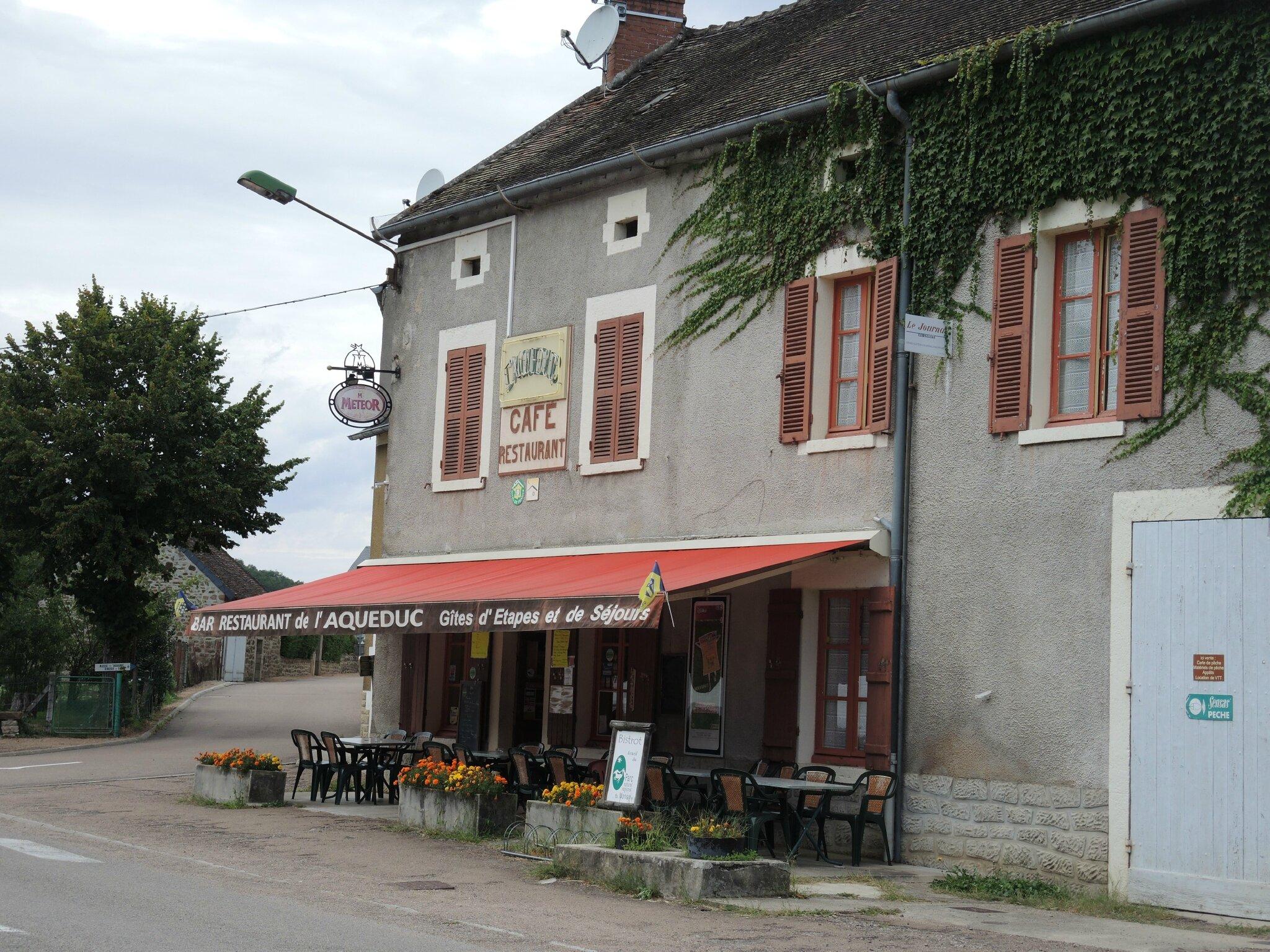 Montreuillon, barresto de l'Aqueduc (58)