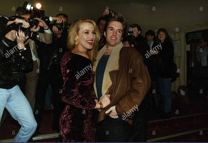 Jerry_Hall-london-bus_stop-with_shaun_cassidy-1-2