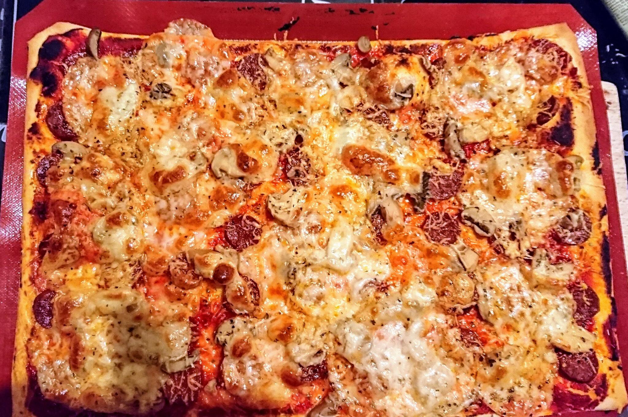 Pizza épaisse et moelleuse avec le companion ,recette de Brice