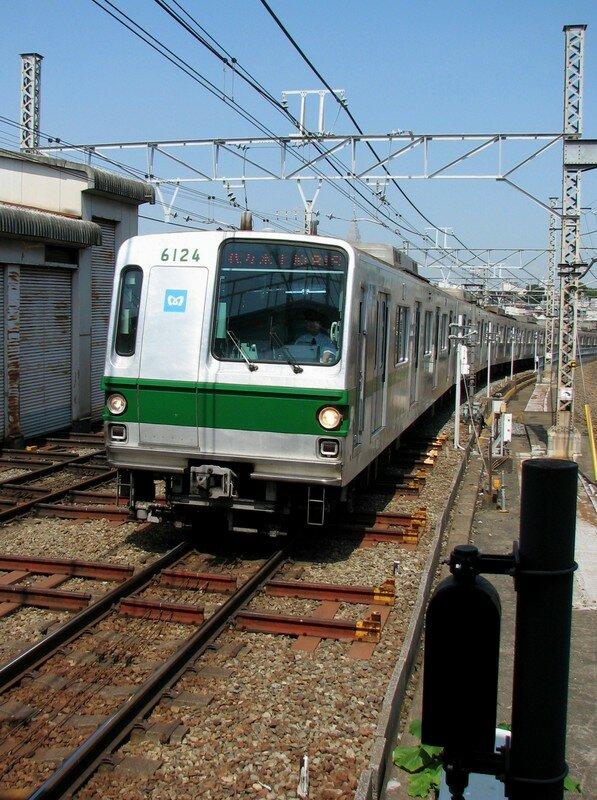 6000系 Yoyogi-Uehara eki