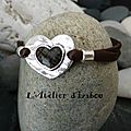 Après les amoureux des chats, voici un bracelet pour les amoureux et amoureuses, en satin de soie marron et son coeur ! forcémen