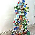 Sapin Noël en briques alimentaires Adeline et ses élèves Trophée Brique d'Or Alliance-Carton-Nature - Valorisation des déchets