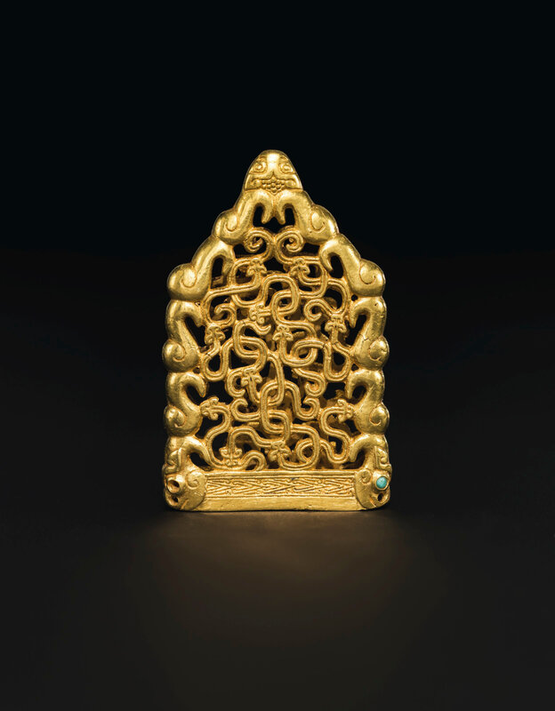 2019_NYR_18338_0511_004(a_superb_and_extremely_rare_turquoise-inlaid_gold_openwork_chape_north)