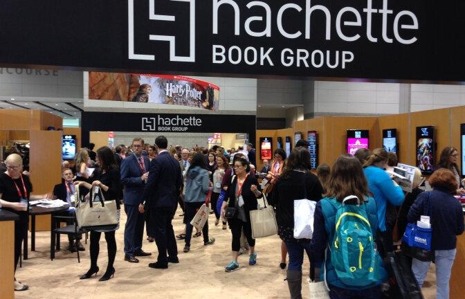 Hausse de l'empreinte carbone d' Hachette Book Group
