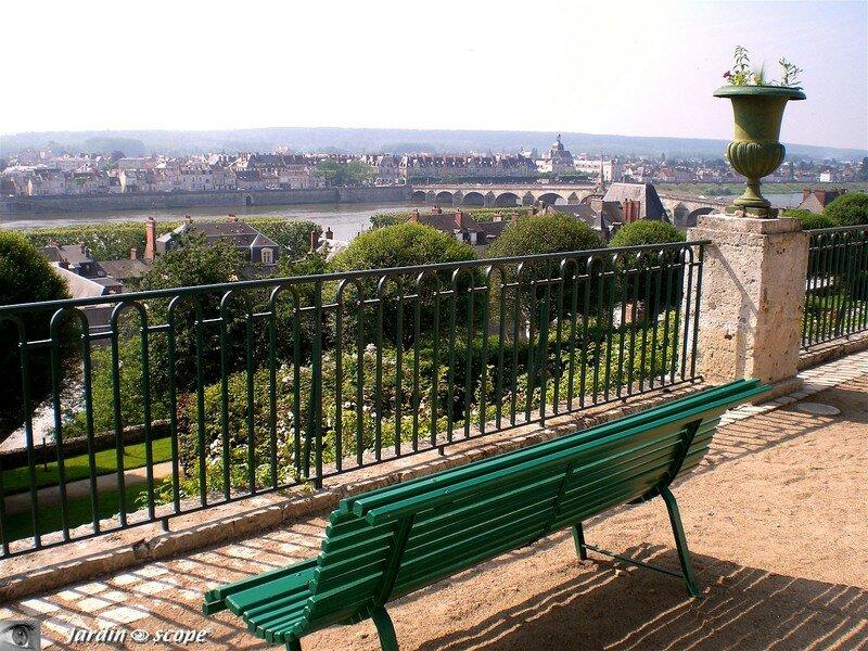 Point de vue sur la Loire des Jardins de l'Évêché à Blois