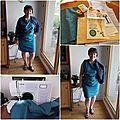 Une robe bleue imprimé paisley