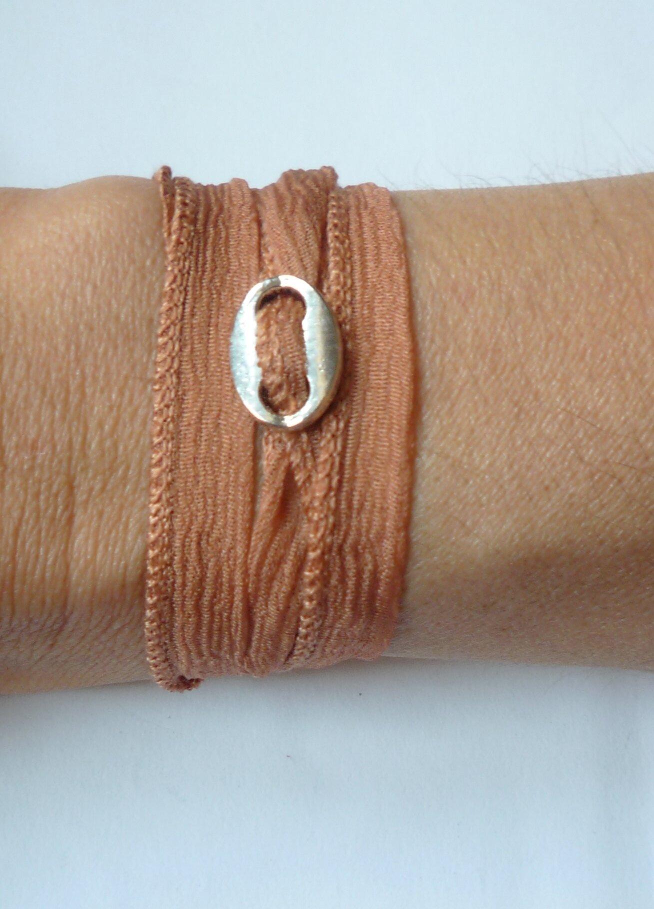 Bracelet -Manchette 'Boucle & Soie' nude