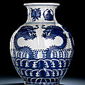A blue and white dragon vase, chenghua mark, 19th century