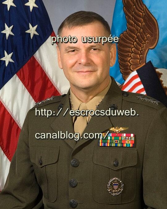 James Cartwright - général Corps des Marines, usurpé