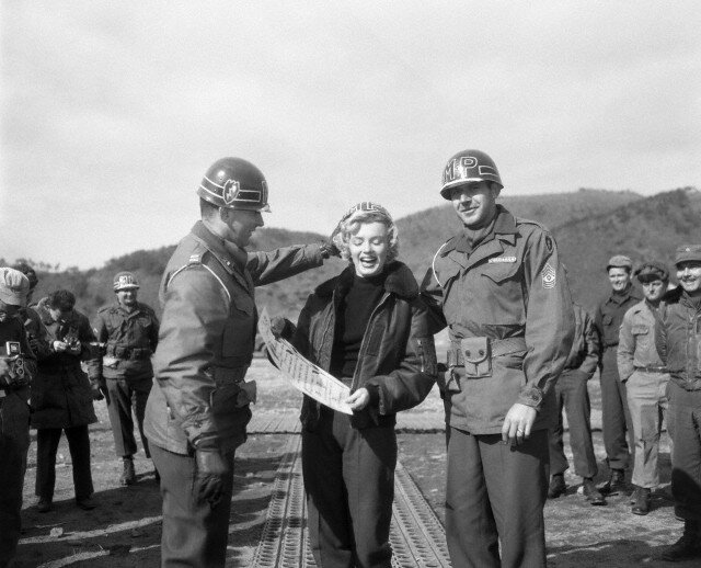 1954-02-17-korea-25th_division_honour-012-1