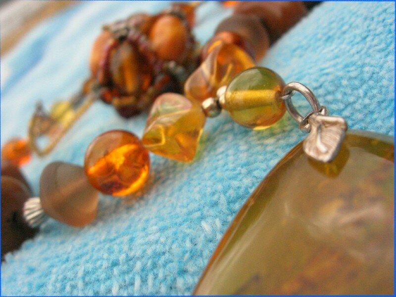 collier d'ambre et rocaille