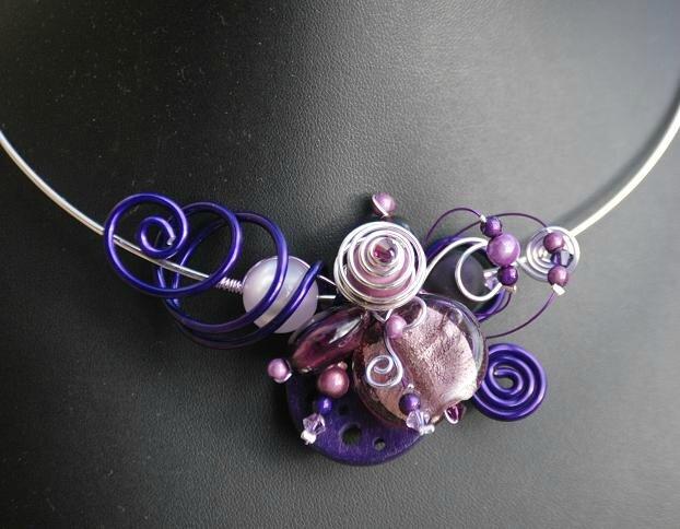 collier tour de cou violet et parme 25 euros