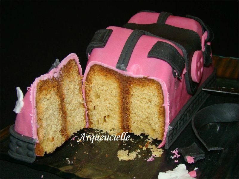 Gâteau sac à mains coupé