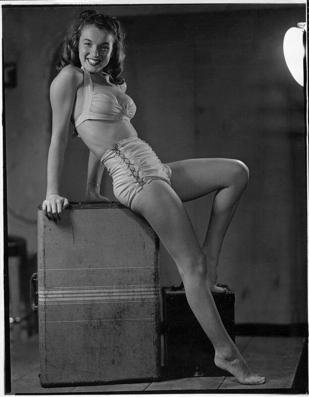 1946-by_earl_moran-bikini-1-2