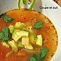 Soupe de légumes aux couleurs mexicaines