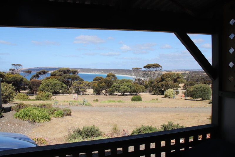 2019-12-02d Emu Bay Holiday Home 2