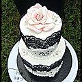 Wedding cake chic et dentelle choc