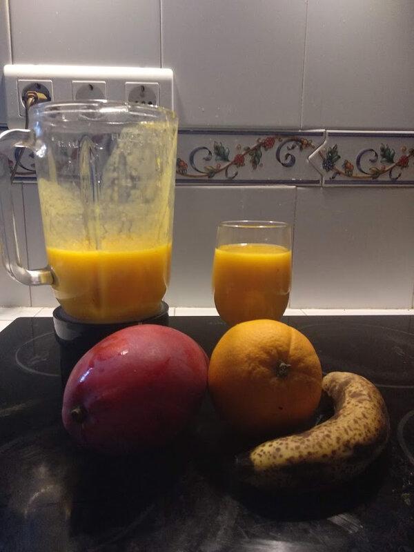 Smoothie de mangue et oranges à la banane