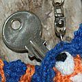 Serial crocheteuses sc 121 ...porte clé perso .........