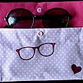 30. rose et fuchsia - lunettes et coeurs pailletés - intérieur
