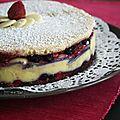 Gâteau bavarois aux fruits rouges, chocolat blanc et fève tonka