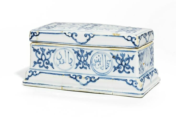 A blue and white pen box and cover, Zhengde mark and period