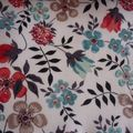 Edenham fond blanc, fleurs turquoise, corail & taupe, coloris vintage (2010)