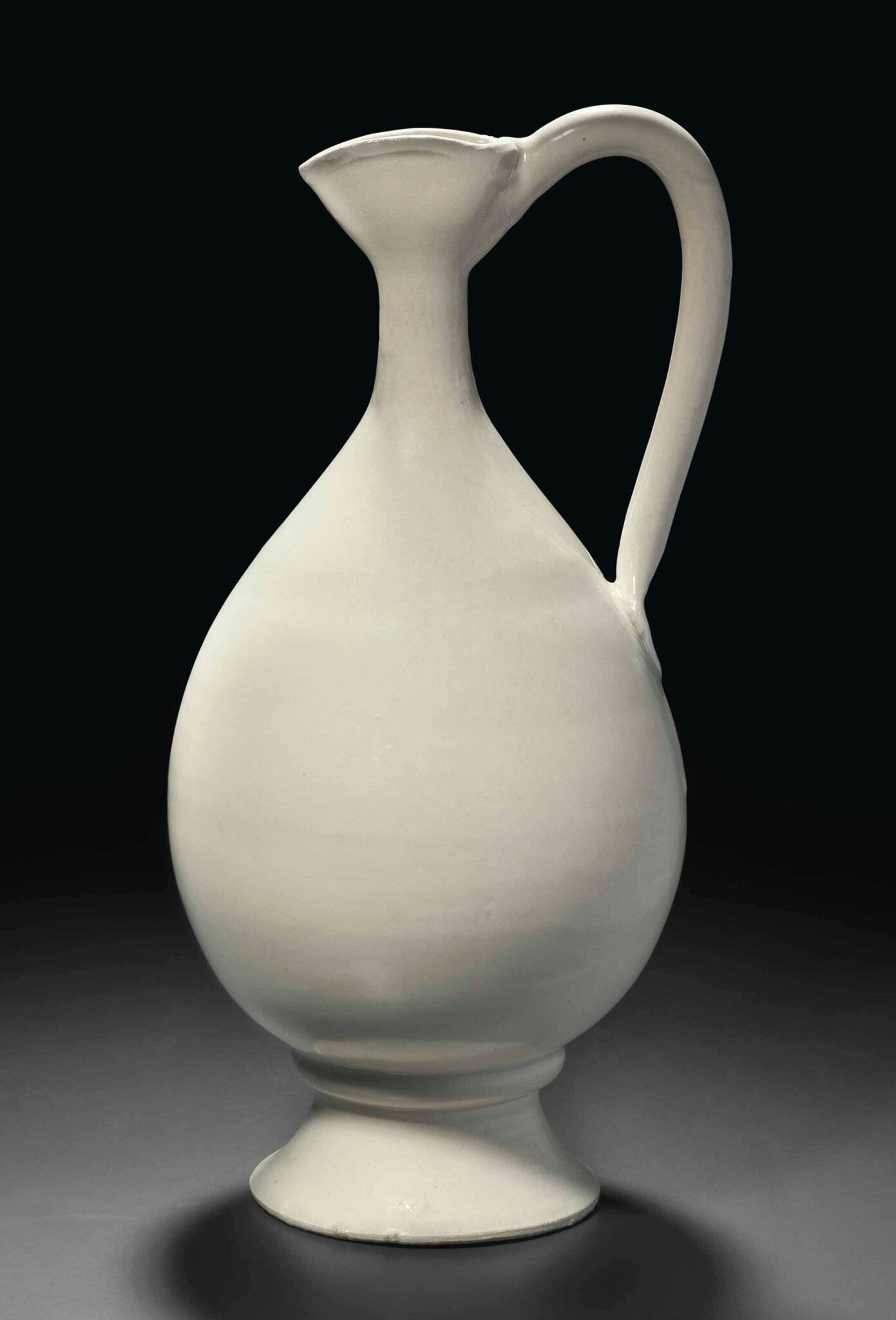 A very rare Xingyao ewer, Tang-Five Dynasties period, 9th-10th century