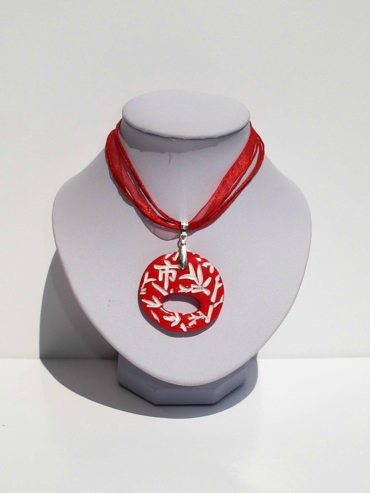pendentif porte lunettes asiatique rouge et blanc rond buste blanc