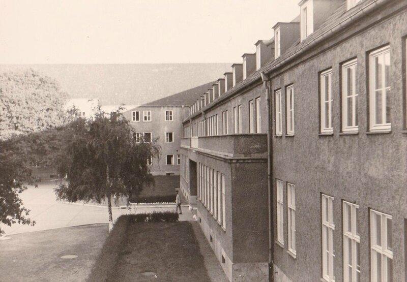1964 Quartier Napoléon 008 Berlin - Porche Cours D'honneur 46°R