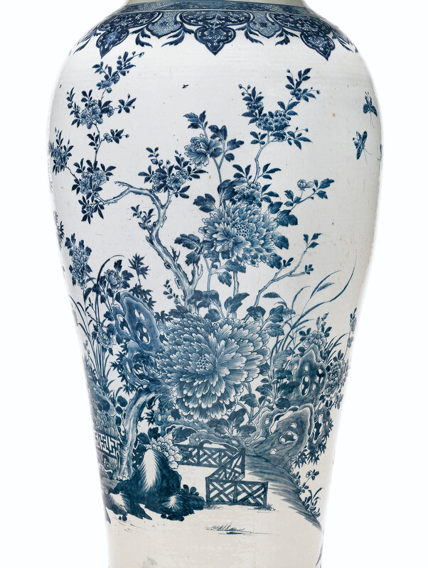 2019_NYR_16779_0301_002(a_massive_blue_and_white_soldier_vase_and_cover_qianlong_period_circa)