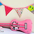 Coussin Guitare sèche rose
