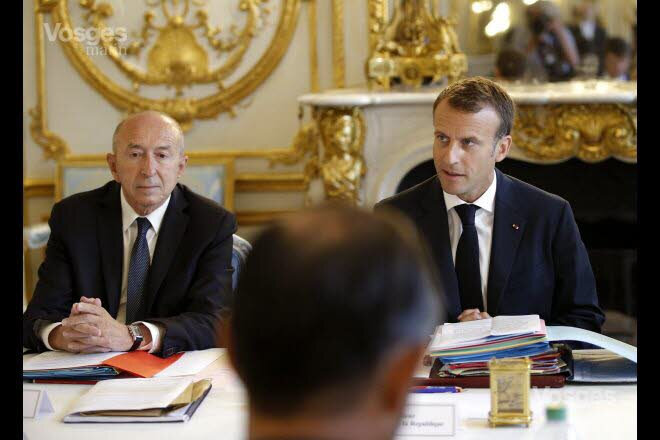 gerard-collomb-et-emmanuel-macron-en-aout-photo-michel-euler-pool-afp-1538424117
