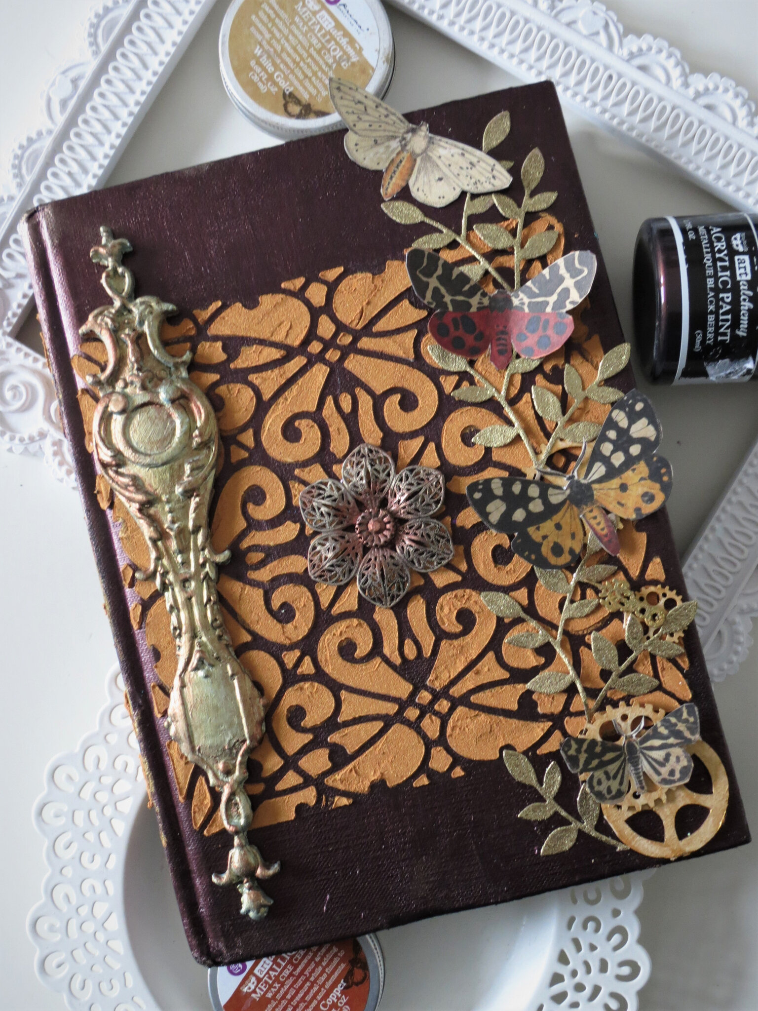 """Journey"": an altered book for Mixed Media & Art challenge"