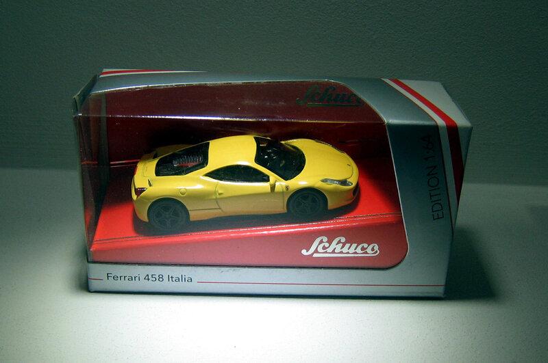 Ferrari 458 Italia (Schuco) 01