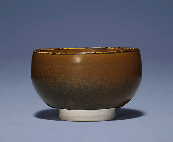 A persimmon and black-glazed bowl, Northern Song dynasty (960-1127)